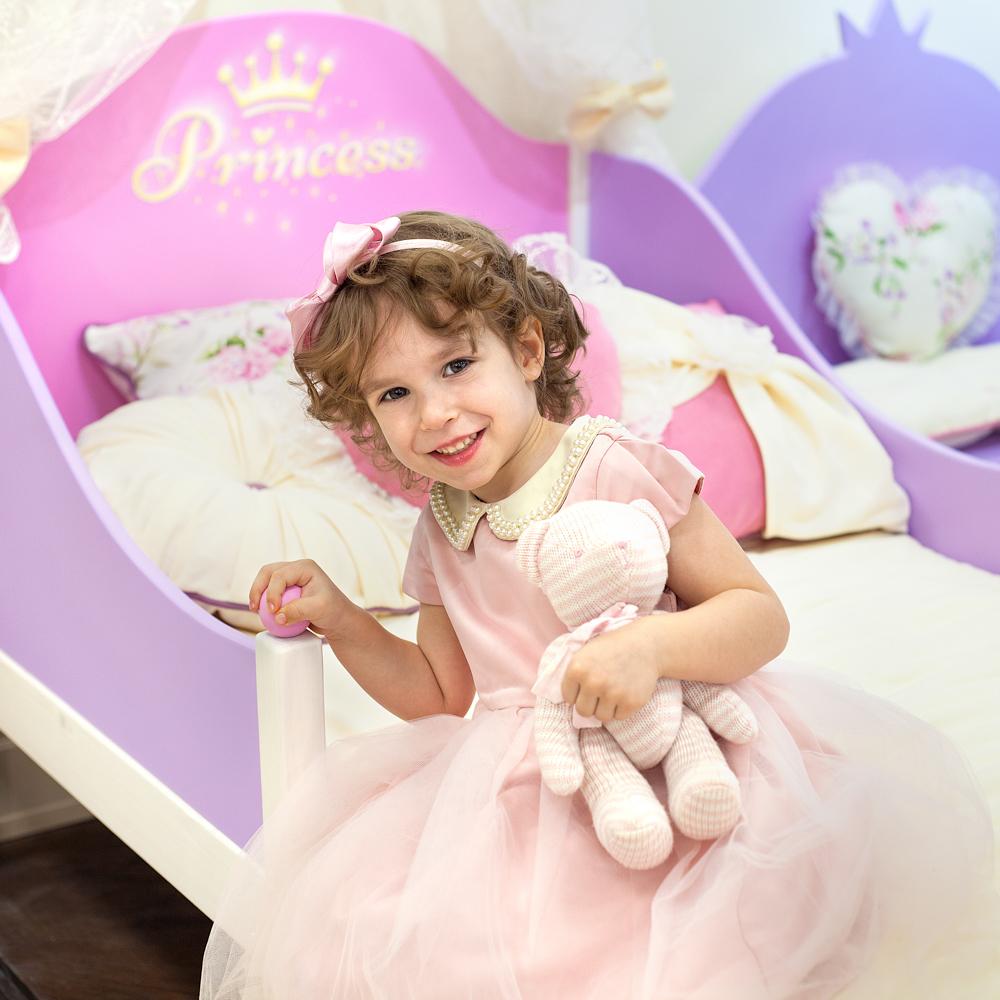 юная принцесса на новой кроватке