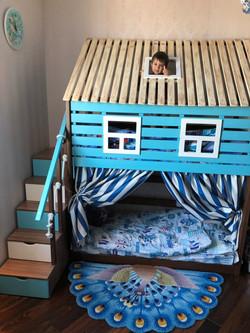 кровать-домик из массива сосны для мальчиков