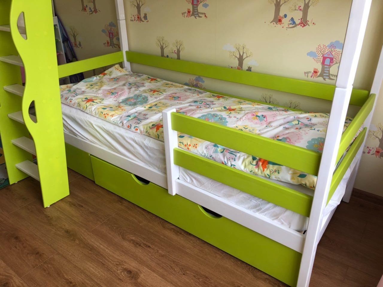 кровать для двоих детей с лестницей