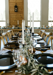 Centerpiece: Pre-Designed Style 9 Chargers: Black Napkins: Black  Foral: Earth Within Flowers Photo: Tay Ericson Venue: White Raven