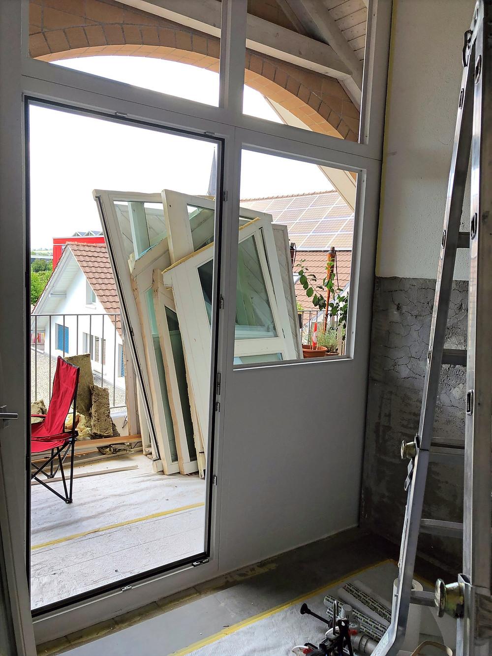 Einbau der neuen Balkonverglasungen welche bis 4.00m hoch sind