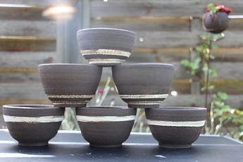 Pots de fleurs en grès noir