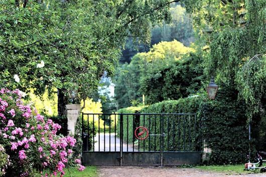 Blick aus dem Hof zum Gut Waldeck