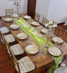 Mesa madera rustica y centros de mesa