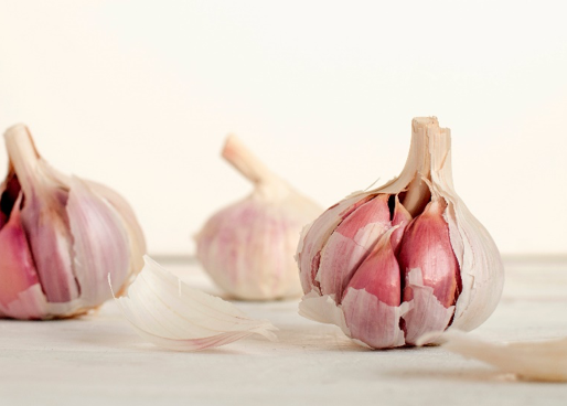 How to Stop a Cold with Garlic