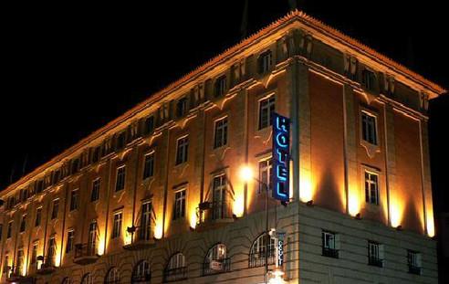 Predio vista noite Hotel Solneve