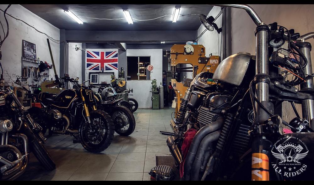 onehandmade custom motorcycles 5