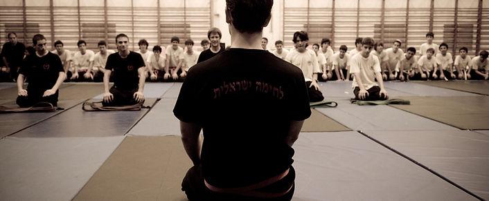 הענקת דרגה בחוג קרב מגע והגנה עצמית ברעננה של בית הספר לקרב מגע לחימה ישראלית