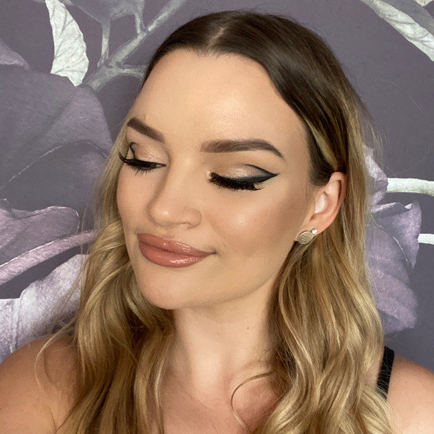 graphic liner soft glam makeup nude lip.