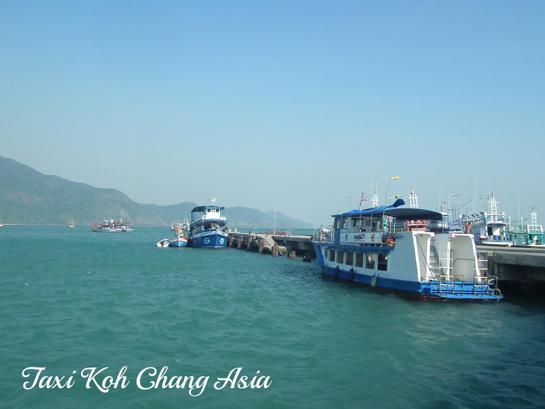 Tourists Boat at Bang Bao Pier