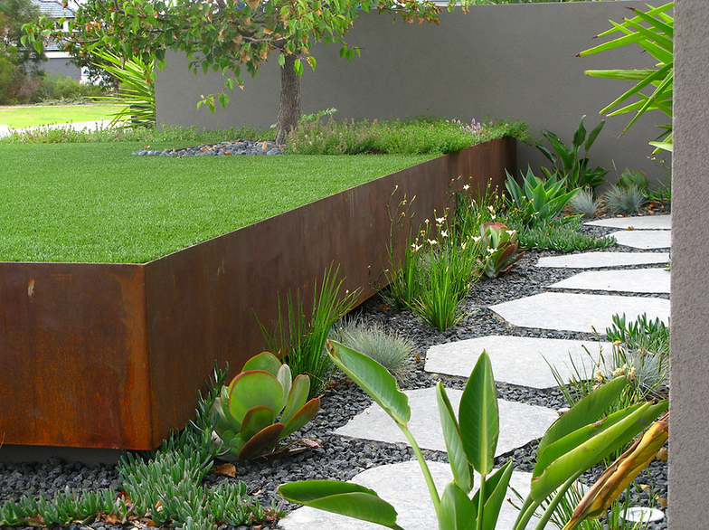 METAL RETAINING WALL FOR GARDEN BEDS