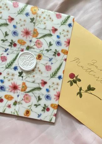 Muttertagskarte mit Transparenzpapier und weißem Wachssiegel