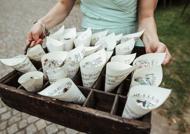 Konfettitüten aus Notenblättern