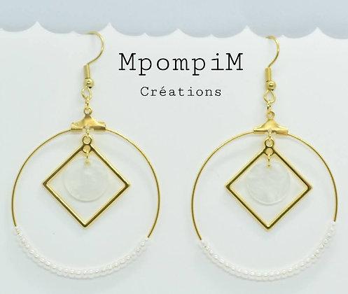 Boucles d'oreilles pendantes créoles avec perles blanches nacrées