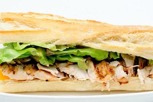 Sandwich poulet, crème au miel et petits légumes