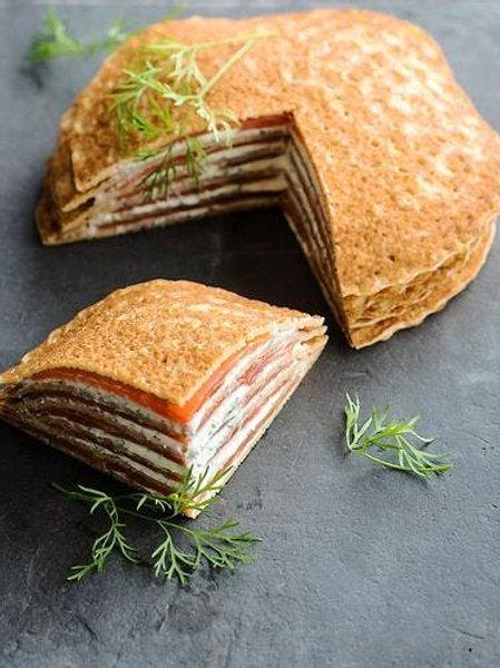 Millefeuille de galette de blé noir au saumon fumé et fromage ail et fines herbe