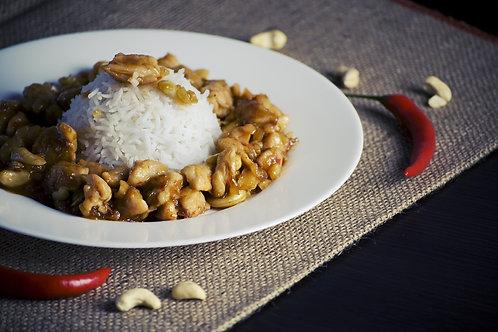 Curry de poisson au lait de coco, salade de riz et légumes