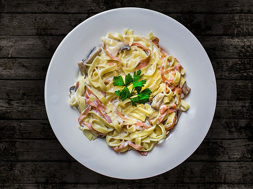 Salade de tagliatelle au basilic, coppa et tomates confites*