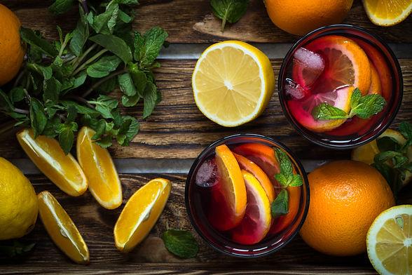 sangria-with-citrus-fruit-FJ75DR3.jpg