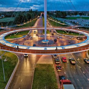 """Първото в света окачено """"кръгово"""" кръстовище за велосипедисти"""
