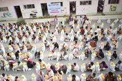 منظمة منى توزع 500 سلة غذائية بمديريتي اسلم ومستبأ بمحافظة حجة