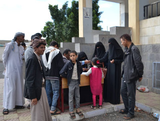 Monareliefye.org delivers 50 families with special needs food aid baskets in Sanaa