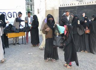 منظمة منى للاغاثة توزع 1000 حقيبة صحية في مديرية بني الحارث بصنعاء