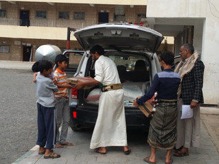 Mona Relief Yemen delivering urgent food aid to IDPs camp in Sana'a