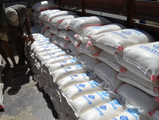 منظمة يمن للإغاثة الانسانية تدشن توزيع مساعدات للنازحين بأمانة العاصمة