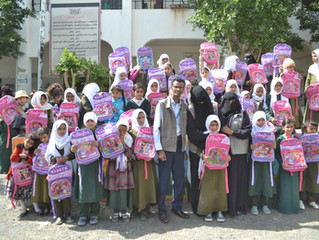 Monareliefye.org delivers schools bags to 300 orphan students in the capital Sana'a
