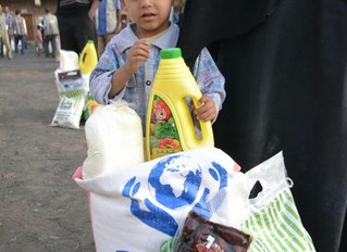 منظمة منى للاغاثة تواصل مشروع السلة الرمضانية في صنعاء لليوم الثامن على التوالي وتوزع 100 سلة رمضاني