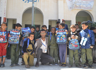 100 students in Sana'a receive school bags from Mona Relief Yemen