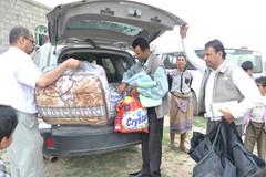 منظمة منى تقدم إيجارات وسلال غذائية لمدة عام لاحد الاسر النازحة من نهم بها 8 مكفوفين في صنعاء