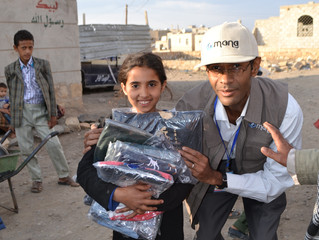 Monareliefye.org providing IDPs and vulnerable families in Sana'a 2000 pieces of clothes