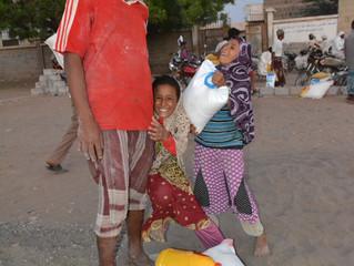 منظمة (منى) تقدم معونات غذائية عاجلة في عدد من مناطق مديرية التحيتا بالحديدة