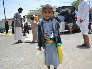 Moareliefye.org distributes 50 food aid baskets to IDPs from Nehim to Sana'a