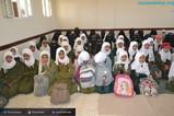 منظمة منى تقوم بتوزيع 100 حقيبة مدرسية للطالبات في مدرسة الازدهار بصنعاء