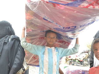 Monareliefye.org distributes mattresses to IDPs from Hodeidah in Sana'a