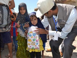 منظمة يمن للإغاثة الإنسانية توزع 2000 قطعة ملابس على نازحين وفقراء في العاصمة