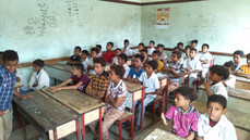 Another 100 students in Hodeidah received school backpacks
