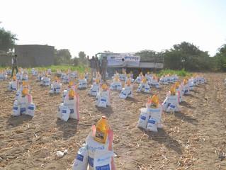 منظمة منى توزع 100سلة غذائية للمتضررين من العدوان بمحافظة الحديدة