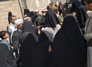 Monareliefye.org delivers beds and blankets to IDPs and poor families in Sanaa