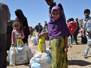 منظمة يمن للإغاثة الانسانية والتنمية توزع ملابس شتوية على 430 حالة من النازحين والفقراء