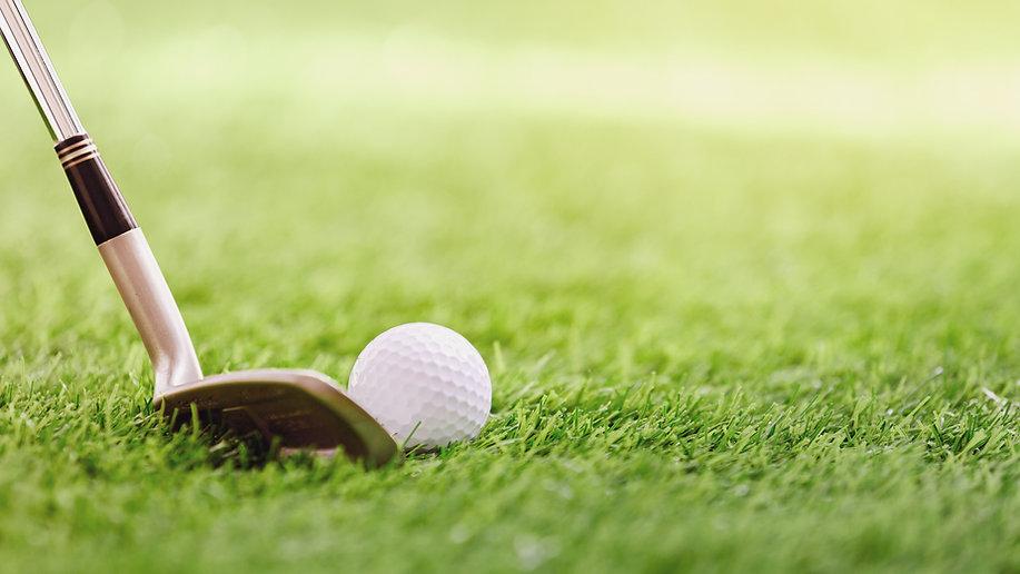 Гольф-клуб и мяч