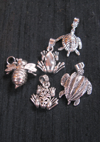 Articulated silver pendants / charms