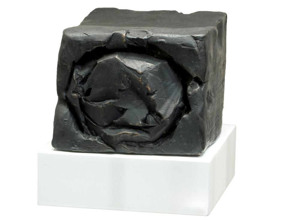 'Nasci', 2006, bronze, 10 x 12 x 13 cm