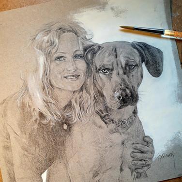 Sonia Ansiaux - jeune fille et son chien - crayon gras et acrylique sur papier Dorée Pastellblock - 20x20