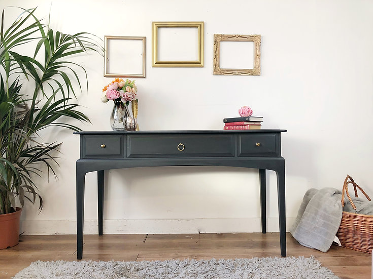 stag minstrel console table