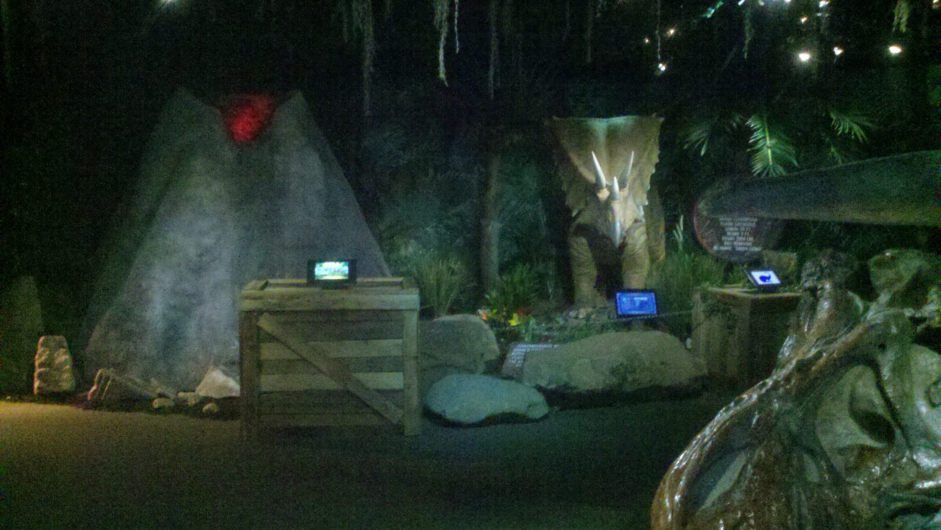 "Ripley's ""Dinosaurs"" display 2013."