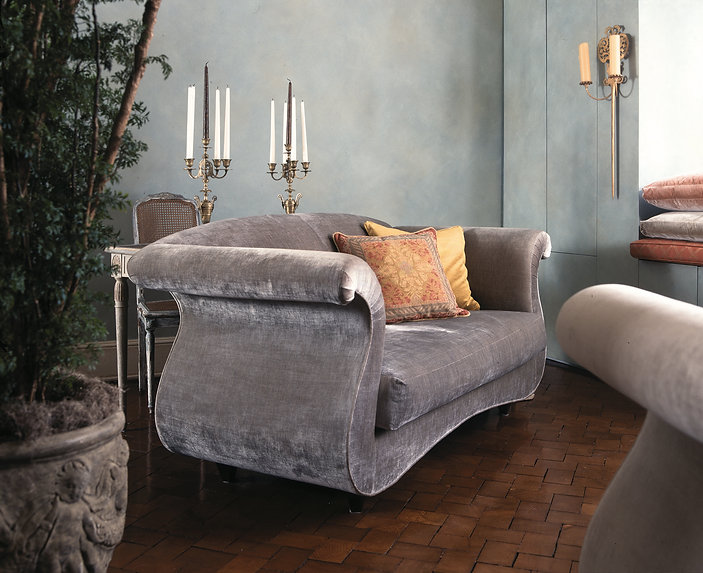 Venetian style living room. Venetian elegance. Serene interiors. Elegant interiors. Luxurious living. Calm & relaxing interior. Romantic living room. Living with candles. Inspirational interiors. Velvet sofa and cushions. French candelabra. Concealed storage. Specialist paint effect walls.
